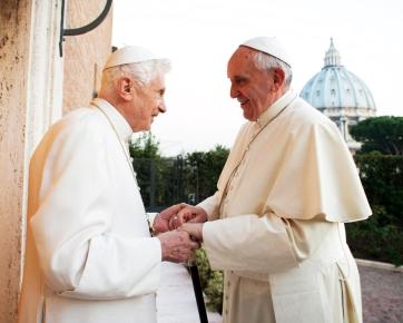 Benedicto XVI y Francisco en el Vaticano